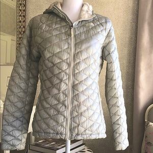 North Face Quilted Hooded Jacket pale gray